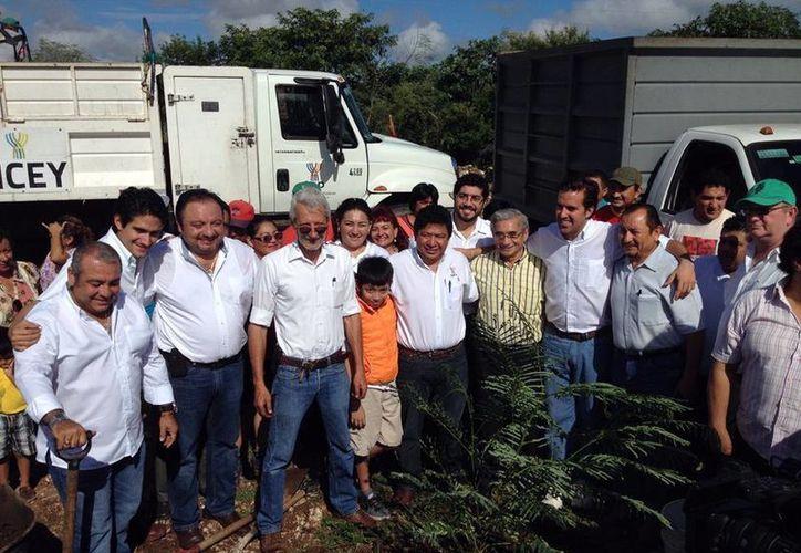 Vecinos y autoridades estuvieron en el inicio de los trabajos del nuevo Megaparque ubicado a orillas del Fraccionamiento Francisco de Montejo. (Milenio Novedades)