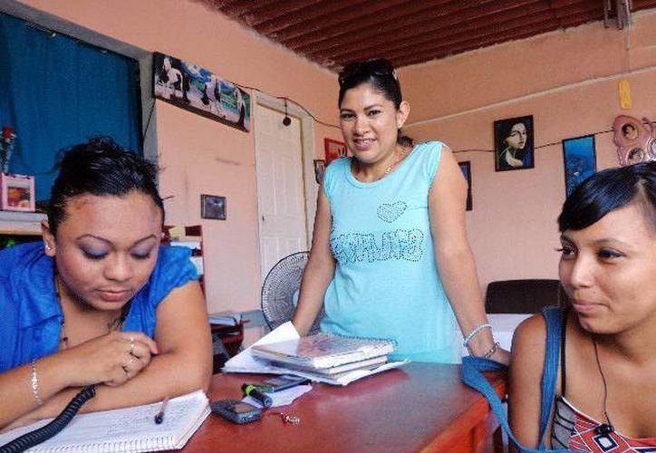 Transmiten información a los pescadores de sus familiares. (Milenio Novedades)