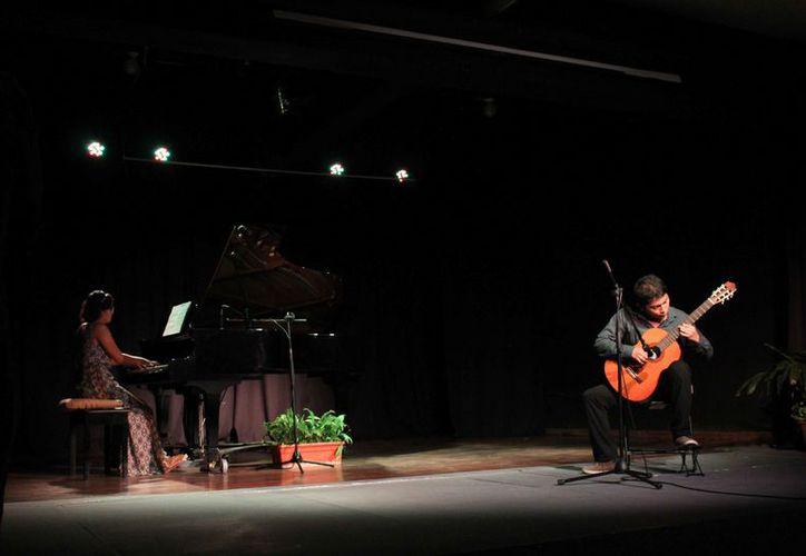 Los talentosos complacieron al auditorio de la Casa de la Cultura. (Faride Cetina/SIPSE)