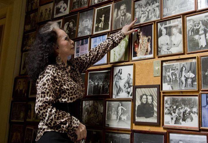 La casa de 'Tongolele' está decorada con múltiples fotografías, que documenta su paso por Época de Oro del cine mexicano. (Agencias)