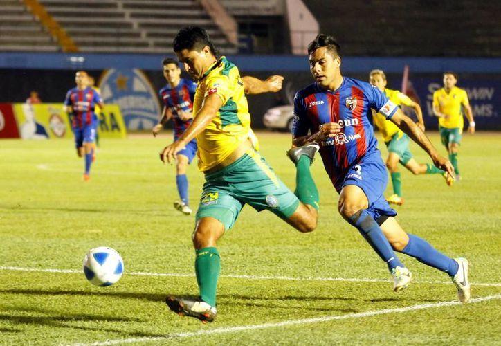 Mientras el Atlante, en problemas de descenso, sumó tres juegos sin ganar, el yucateco Freddy Martín se estrenó como goleador con el CF Mérida. (Milenio Novedades)