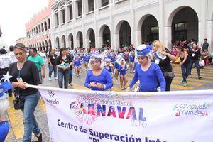 Llovizna no frena alegría en desfile infantil del Carnaval 2016