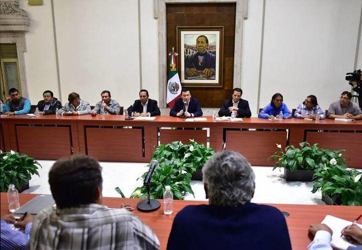 Mañana retoman la mesa de negociación. En la imagen, un aspecto del diálogo entre maestros de la CNTE y Secretaría de Gobernación. (Archivo/NTX)