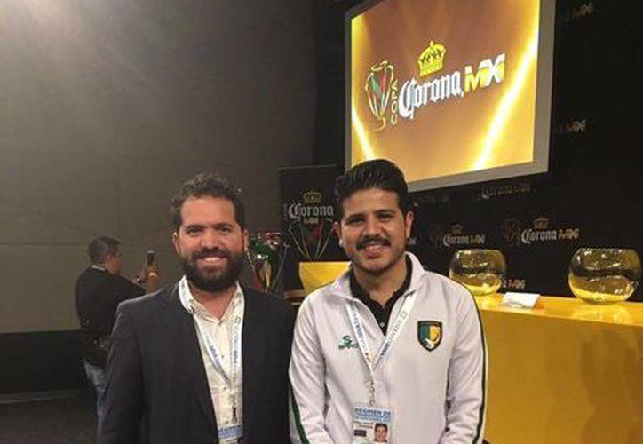 Rodolfo Rosas Cantillo y Miguel Fernández, directivos de los Venados FC, en el draft del Ascenso MX. (Milenio Novedades)