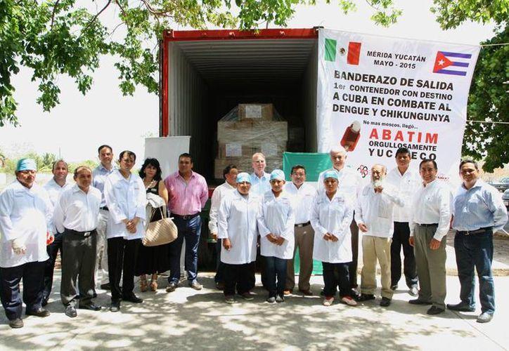 Este lunes salió rumbo a La Habana el primer contenedor con 70 mil unidades de Abatim, un invento yucateco que ayudará a los cubanos a prevenir enfermedades como dengue y chikungunya. (SIPSE)