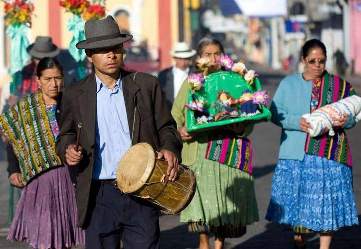 """Vecinos de San Pedro Sacatepéquez durante la ceremonia de """"La Paach"""", en el departamento de San Marcos, a 350 kilómetros de Ciudad de Guatemala. (EFE/Archivo)"""
