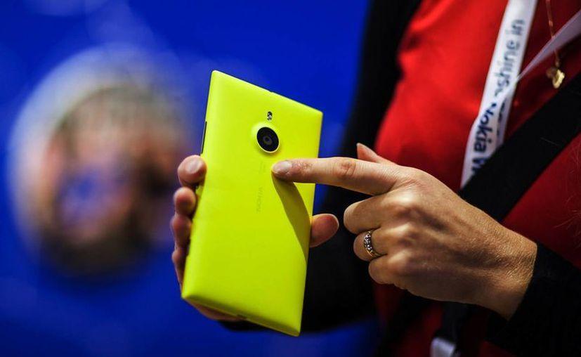 La tableta Lumia 2520, junto a los teléfonos Lumia 1320 y 1520, figuran entre los últimos productos desarrollados por Nokia. (Agencias)