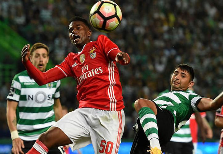 Benfica y Sporting de Lisboa dividieron puntos en el Estadio de la Luz, con un entretenido empate. (Contexto/Internet)