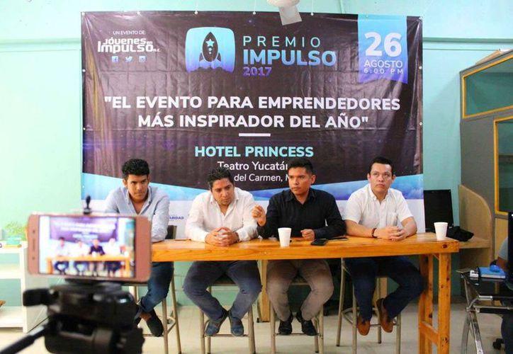uan Carlos Durán, presidente de la asociación civil, Jóvenes en Impulso, explicó que el principal problema con el que se enfrentan las nuevas generaciones es el desánimo. (Daniel Pacheco/SIPSE )