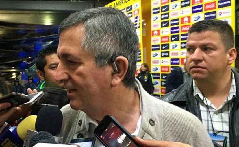 Los abogados de Jorge Vergara (al micrófono) aseguran que la esposa del empresario Angélica Fuentes no tomará posesión de Chivas de Guadalajara. (chivasdecorazon.com.mx)