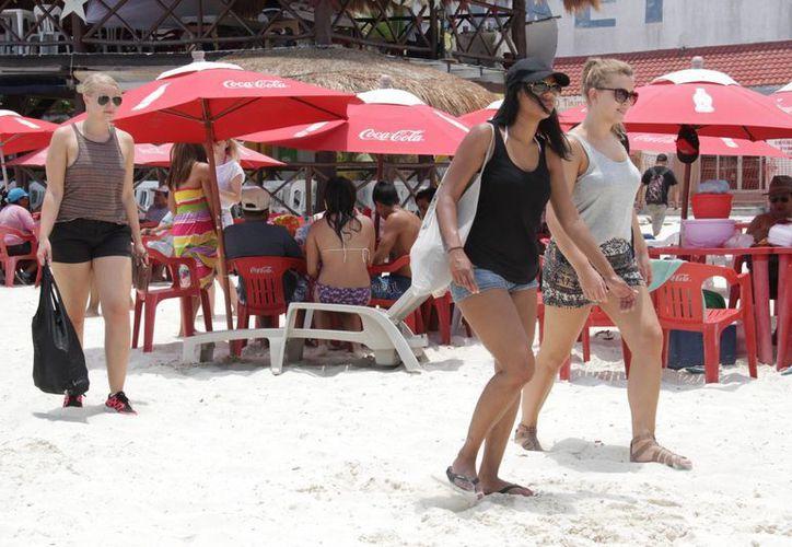 Incrementó la presencia de turistas en las playas de Cancún. (Consuelo Javier/SIPSE)