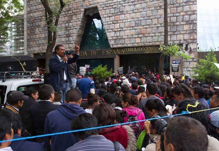 Integrantes del CNTE incluso han empezado a bloquear embajadas en la Ciudad de México. (Notimex)