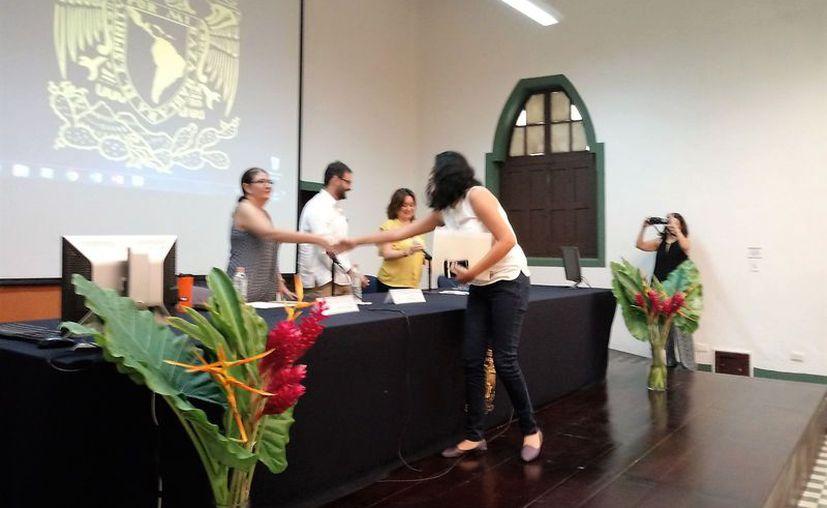 Mashelli Contreras es la primera  bacalarense que obtiene una distinción de este tipo por parte de la Máxima Casa de Estudios (Javier Ortiz/SIPSE)