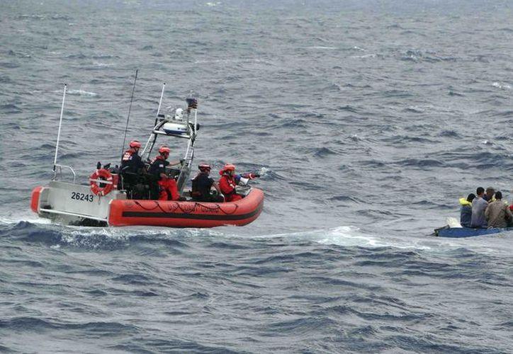 Un número no determinado de personas murieron en estos años tratando de cruzar el Estrecho de la Florida. (Guardia Costera de Estados Unidos a través de AP)