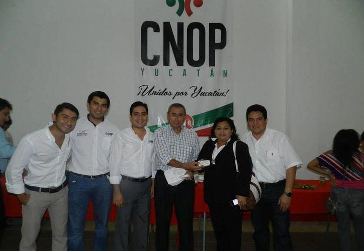 Carlos Pavón Flores, candidato de unidad a dirigir el PRI, se ha reunido con diversos grupos en estos días. (SIPSE)