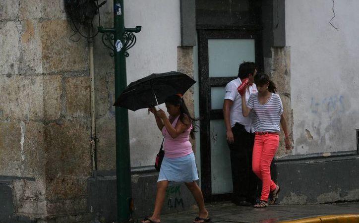La afluencia de humedad ocasionó lluvias ayer. (Christian Ayala/SIPSE)