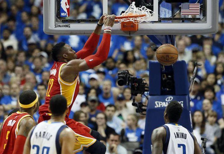 Rockets de Houston ganaron por tercera vez al hilo a Mavericks de Dallas. Dwight Howard (foto) fue uno de los mejores jugadores del partido de playoffs. (Foto: AP)