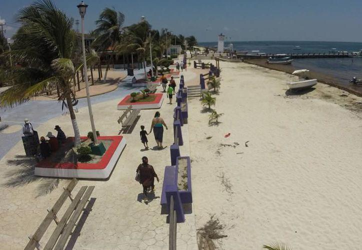 Puerto Morelos, tiene una ubicación estratégica, pues se localiza entre Playa del Carmen y Cancún, dos de los polos turísticos más importantes del país. (Foto: Redacción/SIPSE)