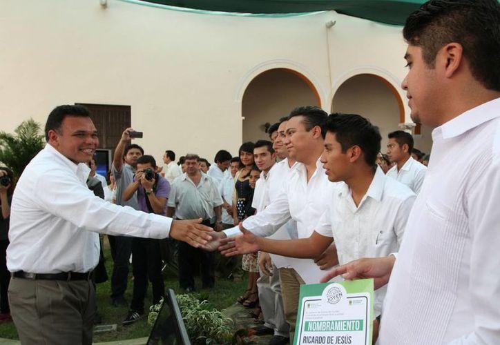 Ayer el gobernador Rolando Zapata tomó protesta a los enlaces municipales de la Secretaría de la Juventud. (Cortesía)
