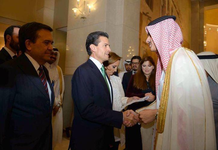 Peña Nieto finalizó su gira por cuatro países de Oriente Medio, donde se reunió con la realeza árabe e importantes inversionistas. (Presidencia)