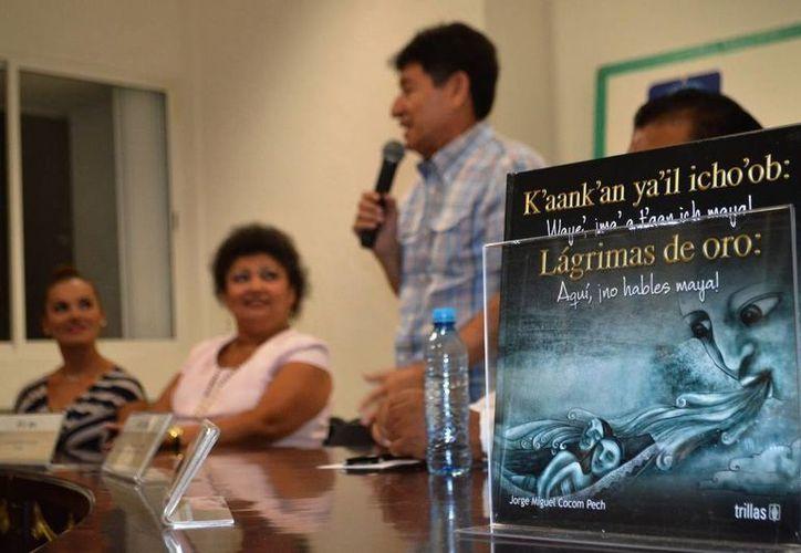Jorge Miguel Cocom Pech compartió con los presentes anécdotas del inicio de su carrera como escritor. (Redacción/SIPSE)