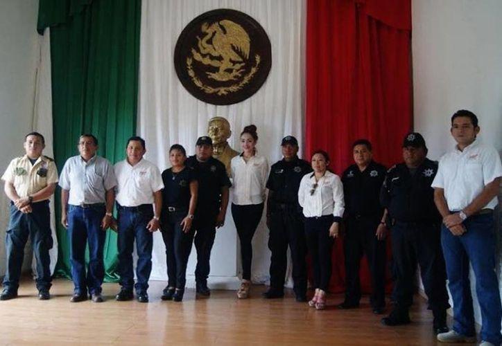 Agentes y funcionarios de la FGE que participaron en la plática. (Óscar Pérez/SIPSE)