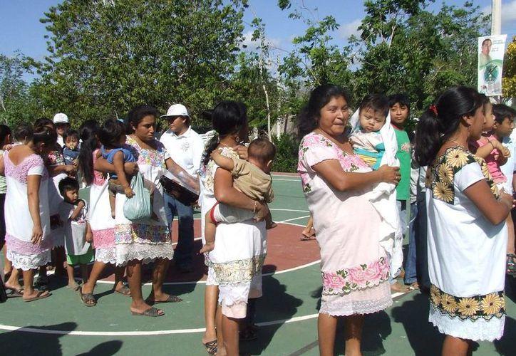 la Dirección de Salud ofrece pláticas de educación nutricional a las madres, donde aprenden a preparar alimentos adecuados. (Rossy López/SIPSE)