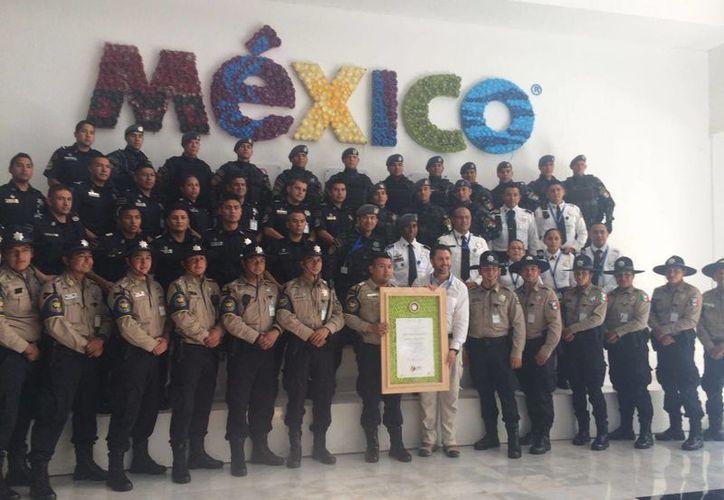 Los elementos de Gendarmería recibieron reconocimientos. (Luis Soto/SIPSE)