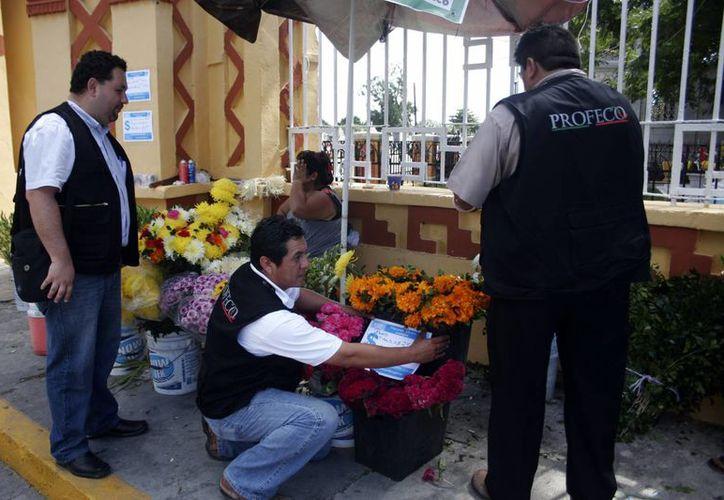 La Profeco estuvo pendiente de la venta de flores. (Milenio Novedades)