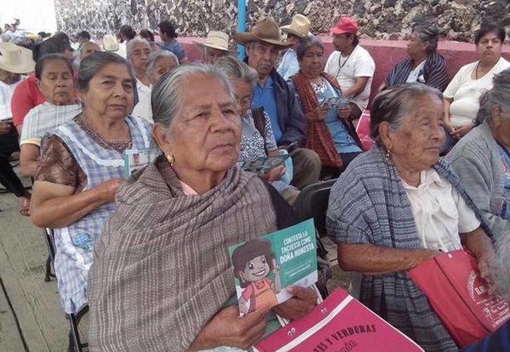 Tan sólo en Morelos, el Programa Pensión para Adultos Mayores beneficia ya a más de 100 mil personas. (Twitter/Sedesol Morelos)