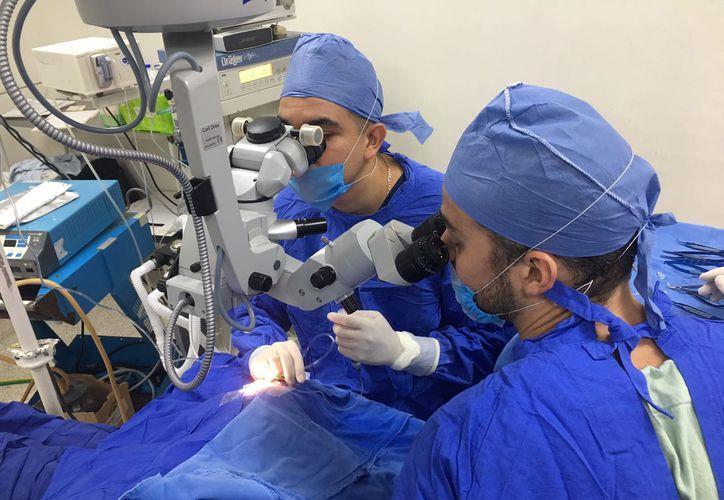 Realizan jornadas quirúrgicas oftalmológicas en Cancún. (Cortesía)
