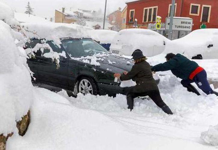 La prensa local reportó que cientos de automóviles se quedaron varados. (Milenio)