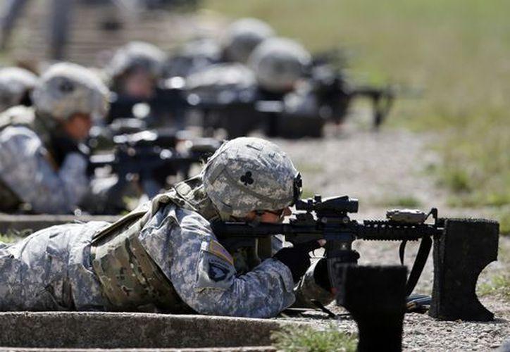 Imagen de septiembre de 20912 que muestra a mujeres soldados en entrenamiento en el Fuerte Campbell, Ky, EU. (AP)