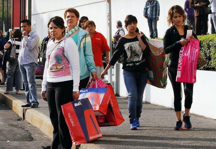El 31% de los compradores creen que en 2013 su situación económica personal será mejor. (Archivo/Notimex)