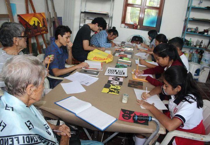 El taller de dibijo se imparte los martes y jueves en el Museo de la Cultura Maya. (Redacción/SIPSE)