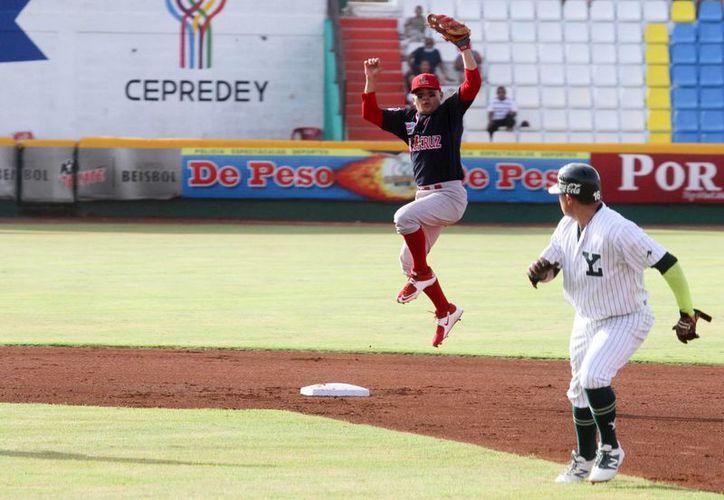 Leones de Yucatán ganaron 2x1 y luego perdieron 1x4 ante Rojos del Águila de Veracruz en la doble cartelera de la Liga Mexicana. (Amílcar Rodríguez/Milenio Novedades)