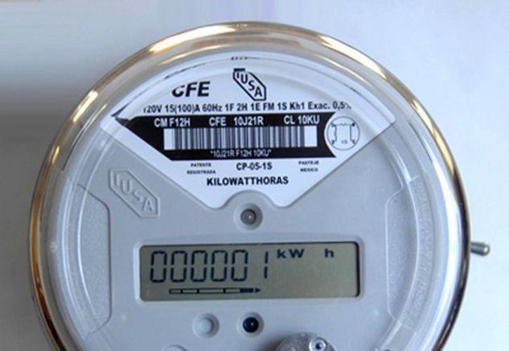 Medidores de luz tienen display electrónico, lo que facilita su lectura; son ligeros y de plástico. (SIPSE)