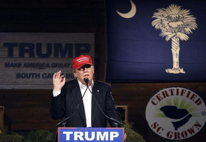 Trump dijo que si llega a la Casa Blanca traería a los mejores para negociar contra China, Japón, México y Vietnam. (AP)