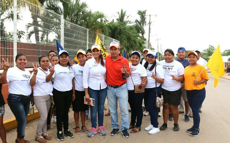 La candidata ofrece más y mejores oportunidades a los habitantes del municipio. (Cortesía/SIPSE)