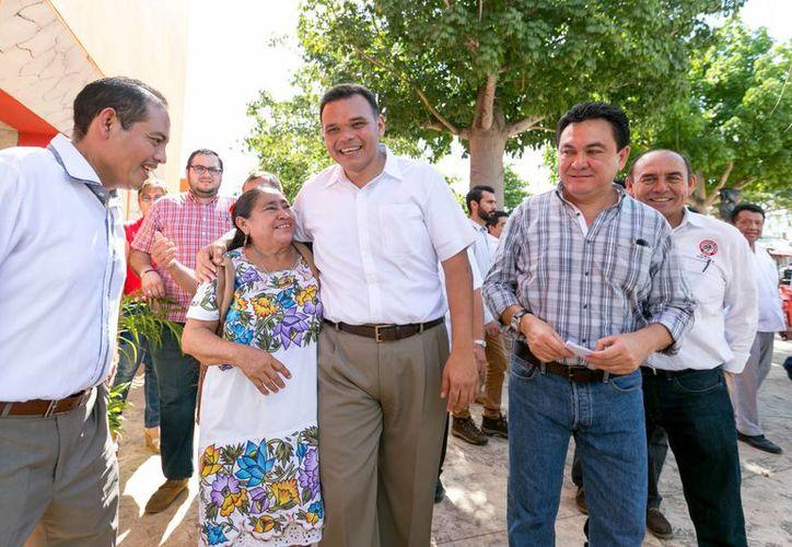 En 2016 viene trabajo, esfuerzo, pero también bienestar, desarrollo y más producción en el campo de Yucatán y eso lo vamos a hacer gracias al trabajo de ustedes, enfatizó el mandatario estatal Rolando Zapata. (Foto cortesía del Gobierno de Yucatán)