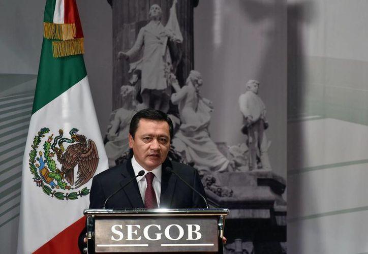 Miguel Ángel Osorio Chong, titular de la Segob, llamó a los nueve gobernadores recién electos a aplicar con prontitud el nuevo modelo de justicia penal. (Archivo/Notimex)