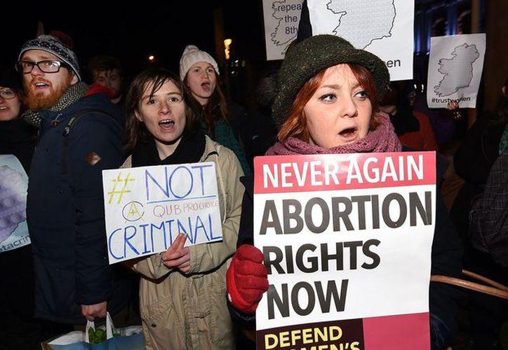 Le corresponderá después al Parlamento establecer las nuevas leyes sobre el aborto. (The Independent)