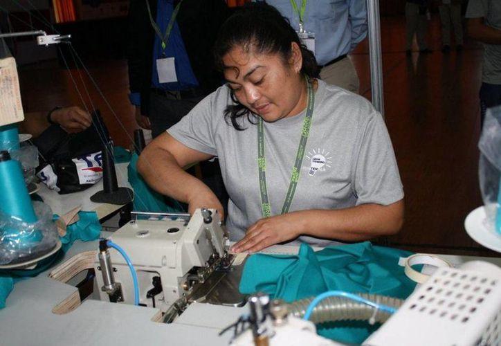 Hacienda indicó que cerrado 40 mil plazas laborales en la industria textil. (Archivo/Notimex)