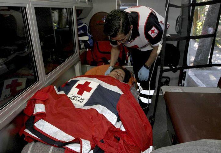 La explosión en el Hospital Materno Infantil de Cuajimalpa dejó varios lesionados que fueron trasladados a otros hospitales. (Notimex)