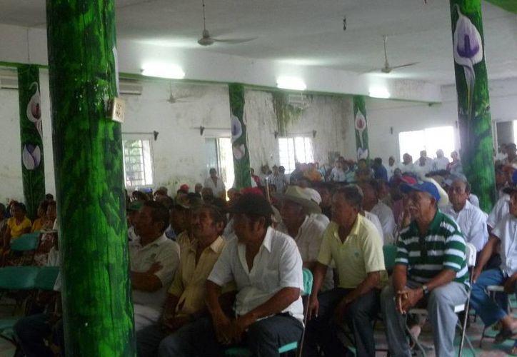 En la reunión únicamente asistieron 329 labriegos. (Raúl Balam/SIPSE)