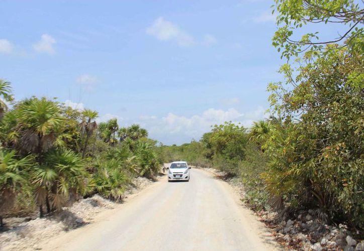 Los habitantes tampoco creen que se autorice algún trabajo de mejoramiento del camino. (Sara Cauich/SIPSE)