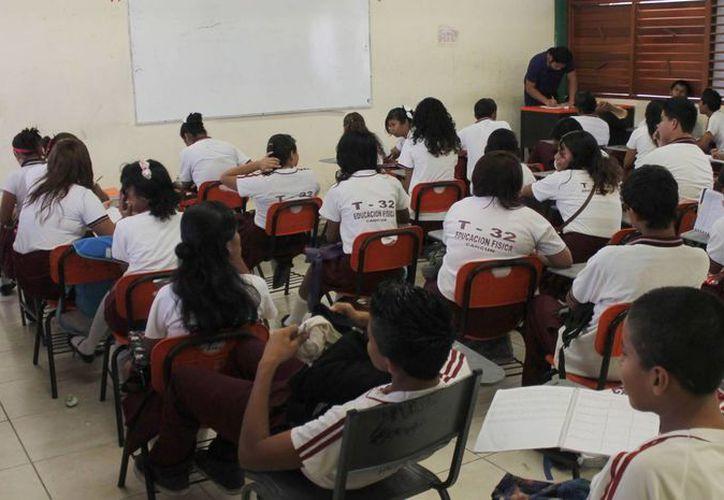 Más de dos mil 200 estudiantes obtuvieron el apoyo económico. (Jesús Tijerina/SIPSE)