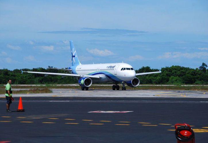 La empresa en la isla emplea aeronaves Airbus A320. (Gustavo Villegas/SIPSE)