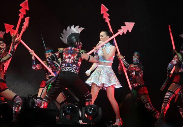 Katy Perry demostrará su talento por primera vez en su carrera en el Super Bowl, que el año pasado encumbró a Bruno Mars. (Notimex)
