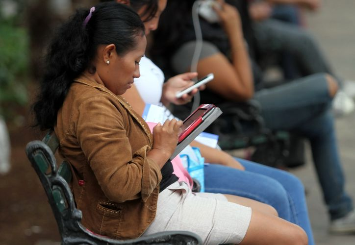La gente pasa mucho tiempo frente a una pantalla digital. (Foto: archivo/Milenio Novedades)